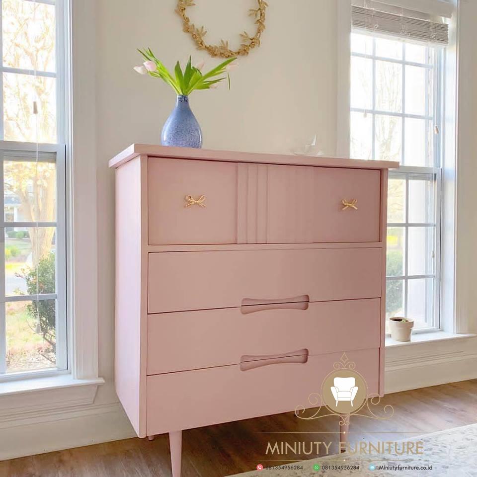 nakas cantik warna pink , nakas duco putih, harga nakas duco, jual nakas duco murah, nakas duco ukiran putih,mebel jepara, furniture jepara, miniuty furniture