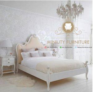 tempat tidur klasik unik