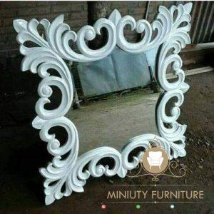 cermin hias dinding ukir kayu jati
