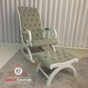kursi goyang model klasik dan sandaran kaki duco putih