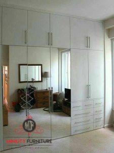 wardrobe minimalis putih pintu kaca