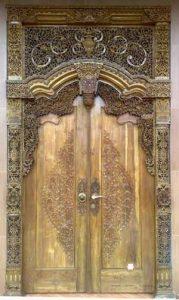 pintu gebyok ukiran klasik kayu jati jepara