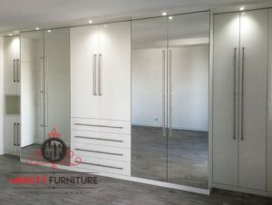 lemari pakaian minimalis modern pintu kaca