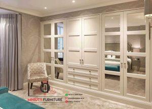 lemari pakaian klasik putih pintu kaca kayu jepara